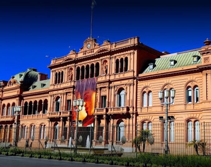 La Casa Rosada amagó con sacar por decreto la ley de Semillas y llovieron las críticas