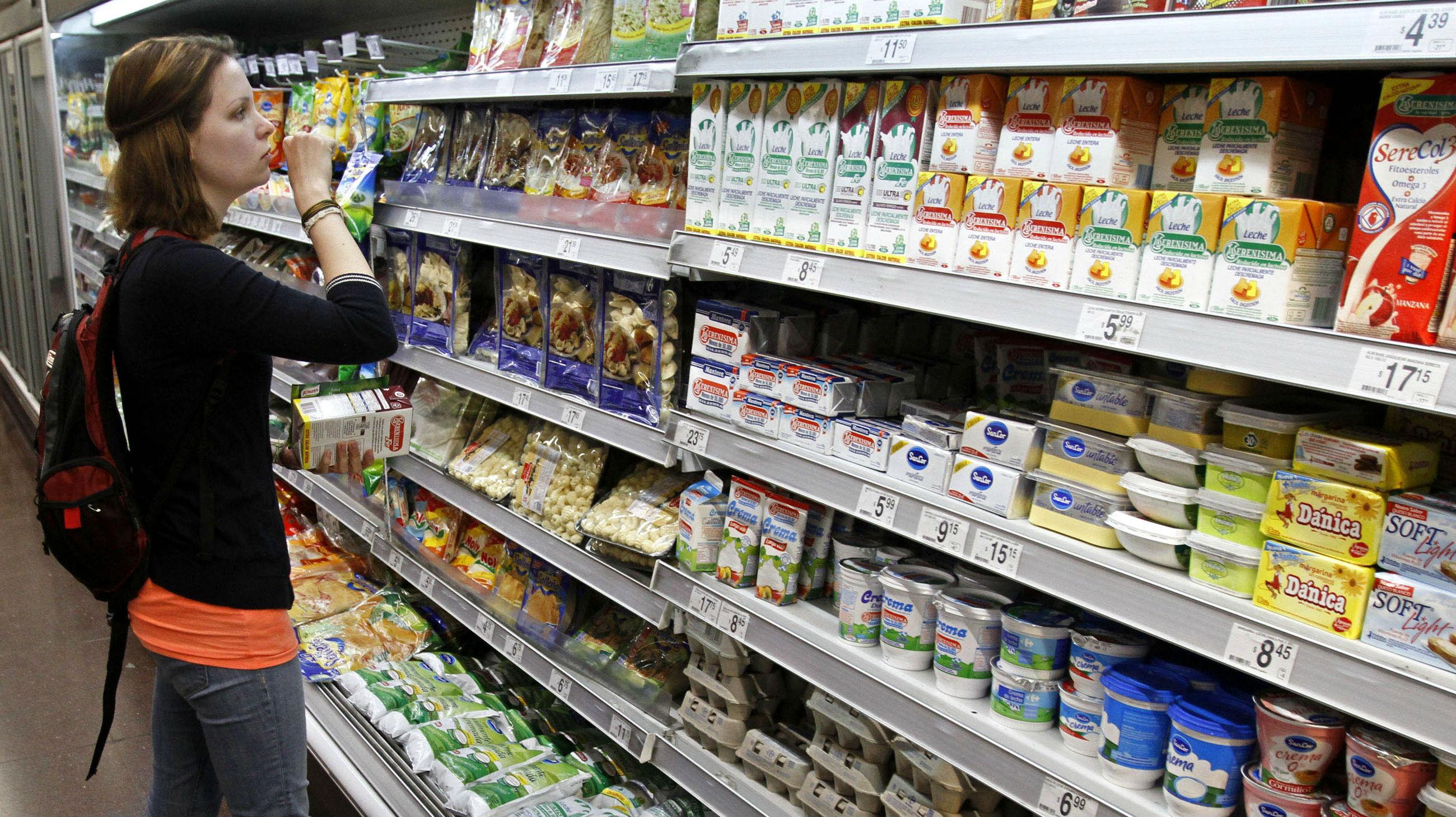 Gobierno suspendió cobro de IVA en 13 alimentos: la leche fluida y el yogur