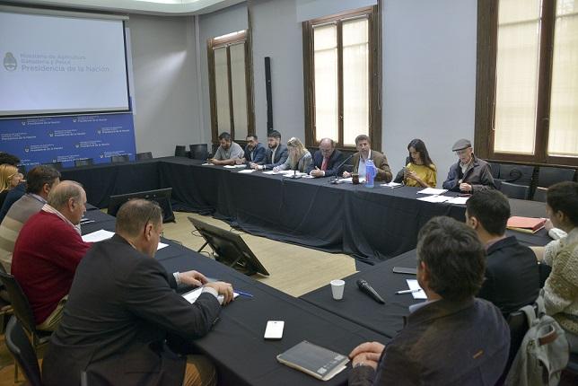 Se reunió la Mesa de Competitividad Lechera: analizó tema caminos rurales y proceso artesanal