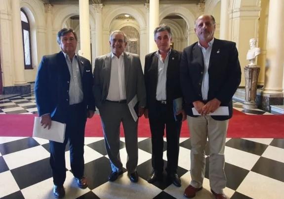 Mesa de Enlace pide arbitre medios oficiales para que vuelvan a funcionar los puertos cerealeros