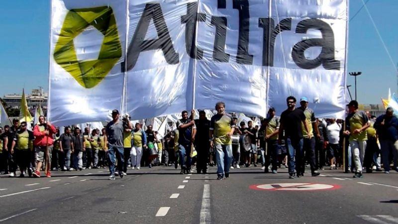 ATILRA quiere reabrir paritarias y reclama el pago del bono a las pymes lácteas