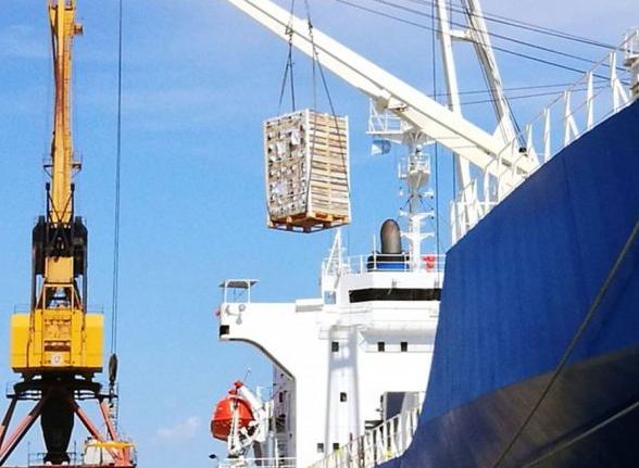 Prorrogan obligación de liquidar divisas por exportaciones