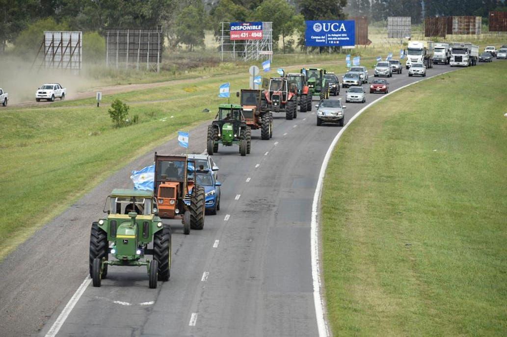 Con tractorazo en Rosario, productores expresaron su bronca por suba en retenciones