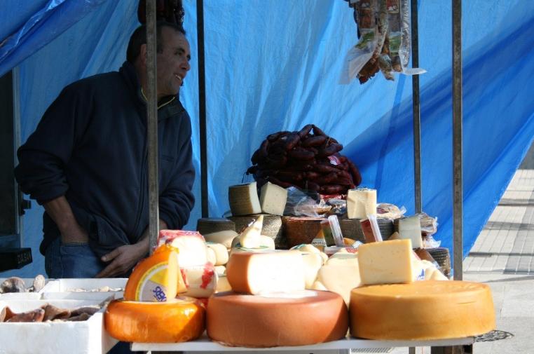 A España le sobra la leche, y no hay quien se la compre