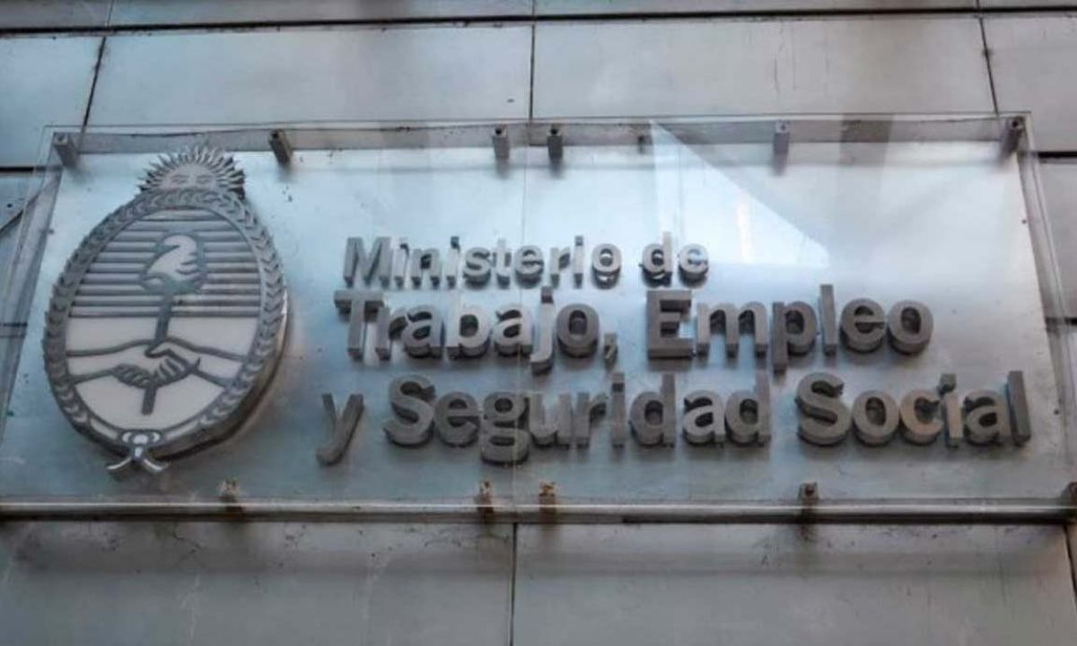 Ministerio de Trabajo dictó la conciliación obligatoria para el paro lechero