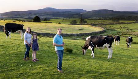 En Eldroth, tamberos británicos además de leche piensan en helados