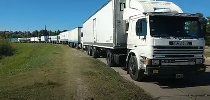 Camioneros realizan retenes en rutas de Santa Fe y otros lugares del país