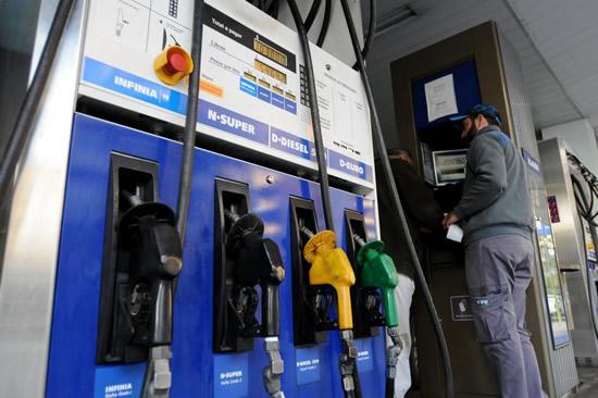Nuevo aumento de un 7% en nafta y gasoil de YPF