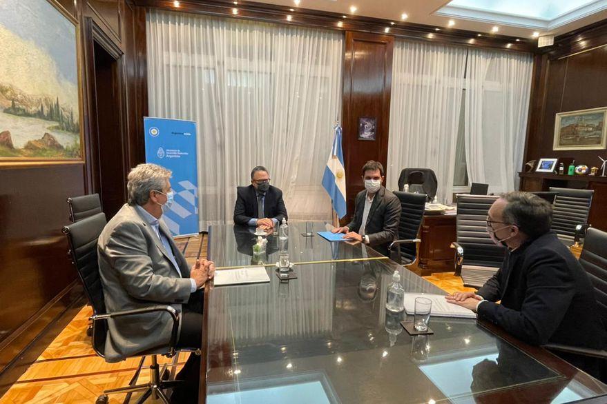 Kulfas presentó borrador del Plan Ganadero al Consejo Agroindustrial