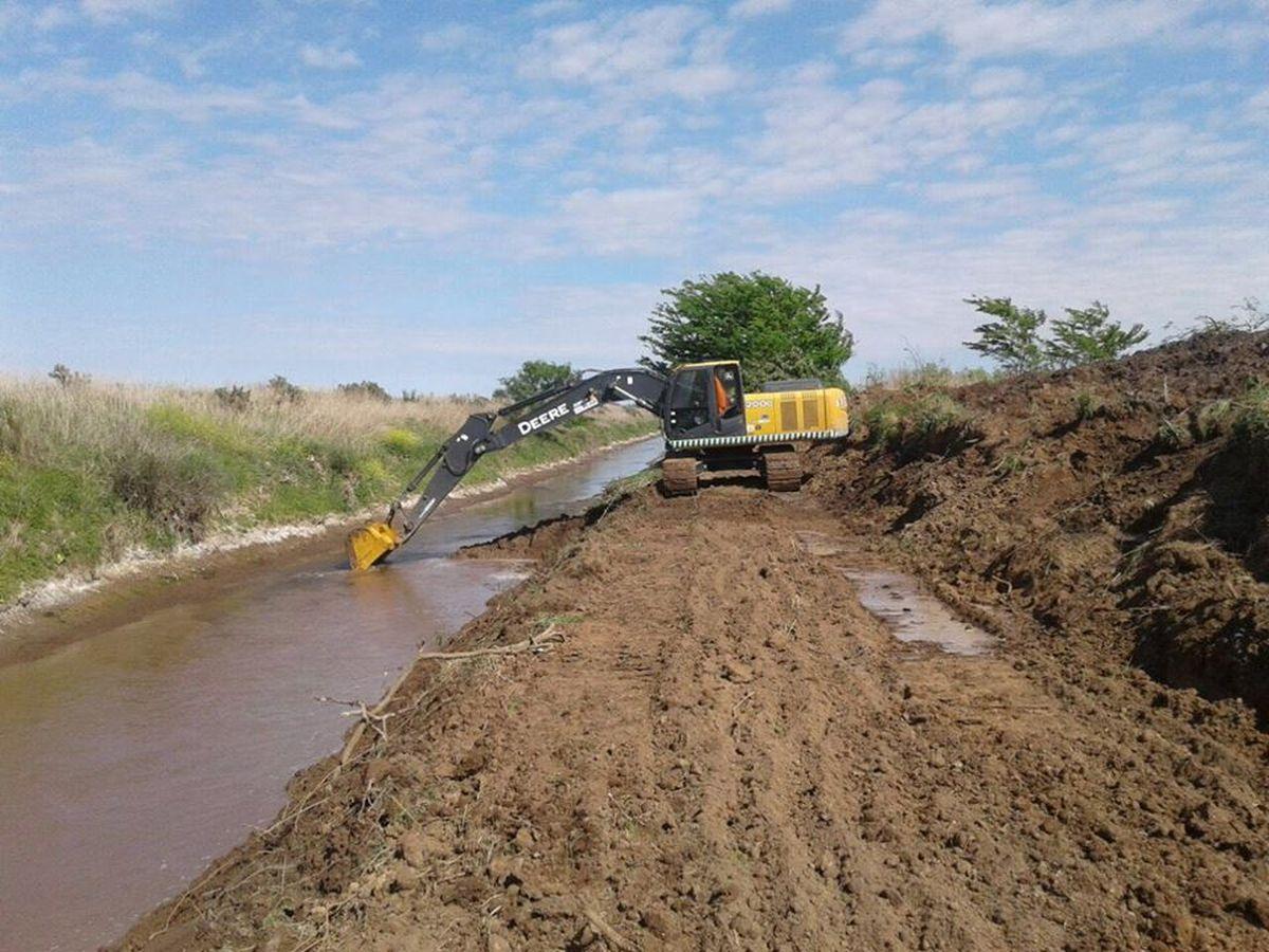 En Santa Fe, realizan obras en canales en cuencas lecheras de Castellanos y Las Colonias