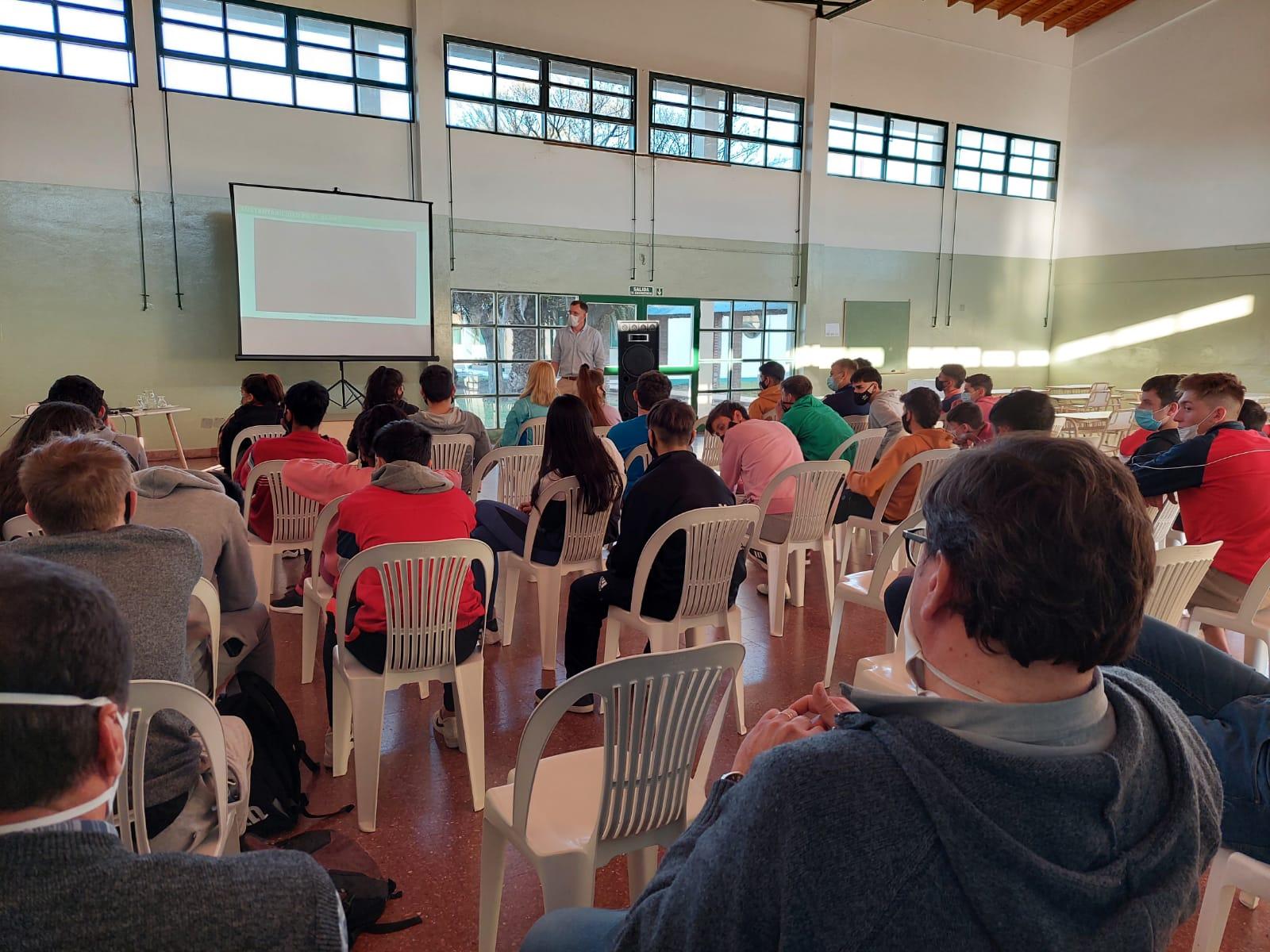 Mastellone lanzó programa educativo destinado a escuelas agrotécnicas «pensando en los tambos del futuro»